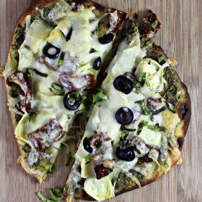 5-Minutes Pesto Artichoke Pizza