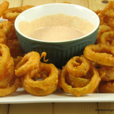 Spicy Onion Rings & Dipping Sauce