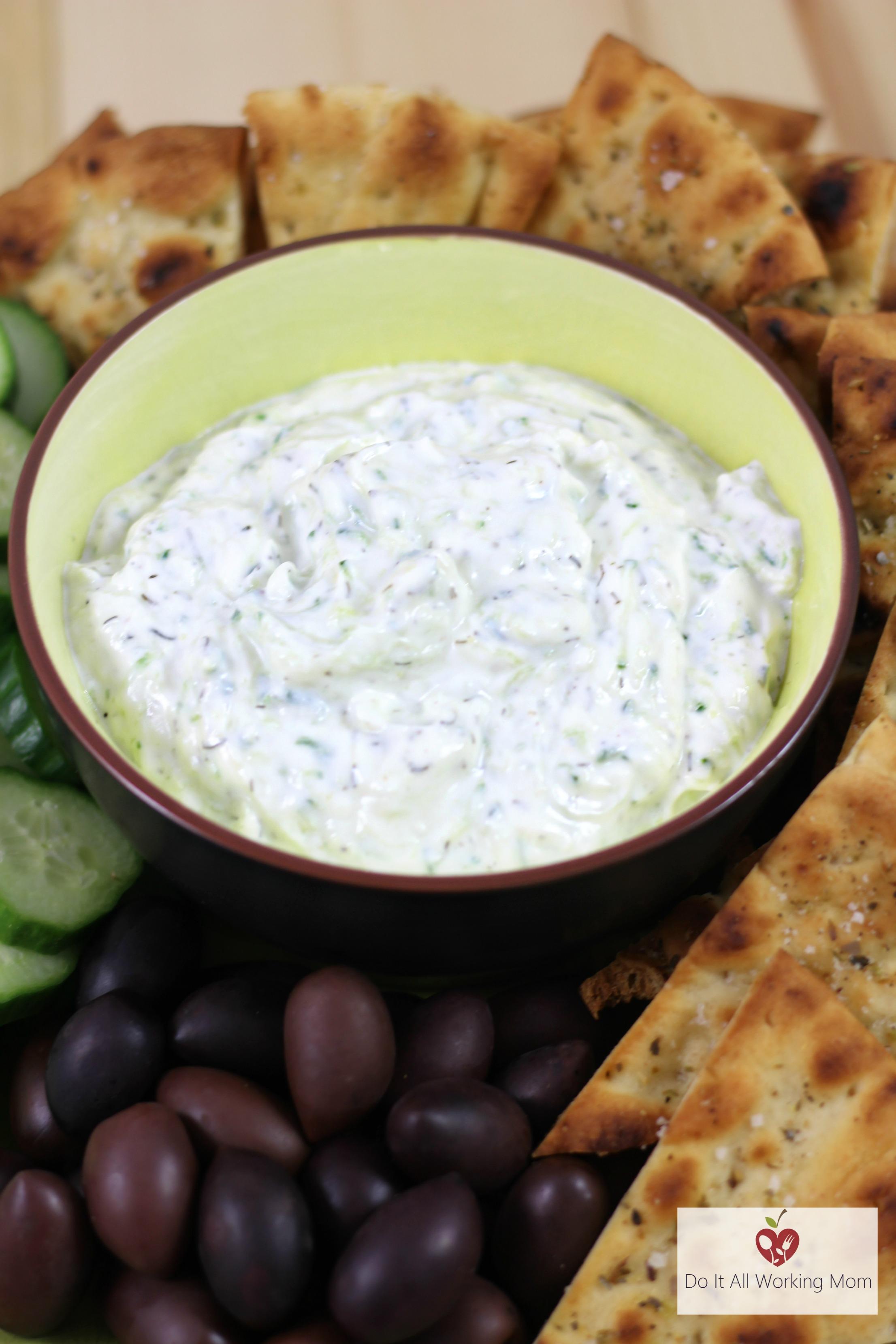Easy Greek Tzatziki Sauce