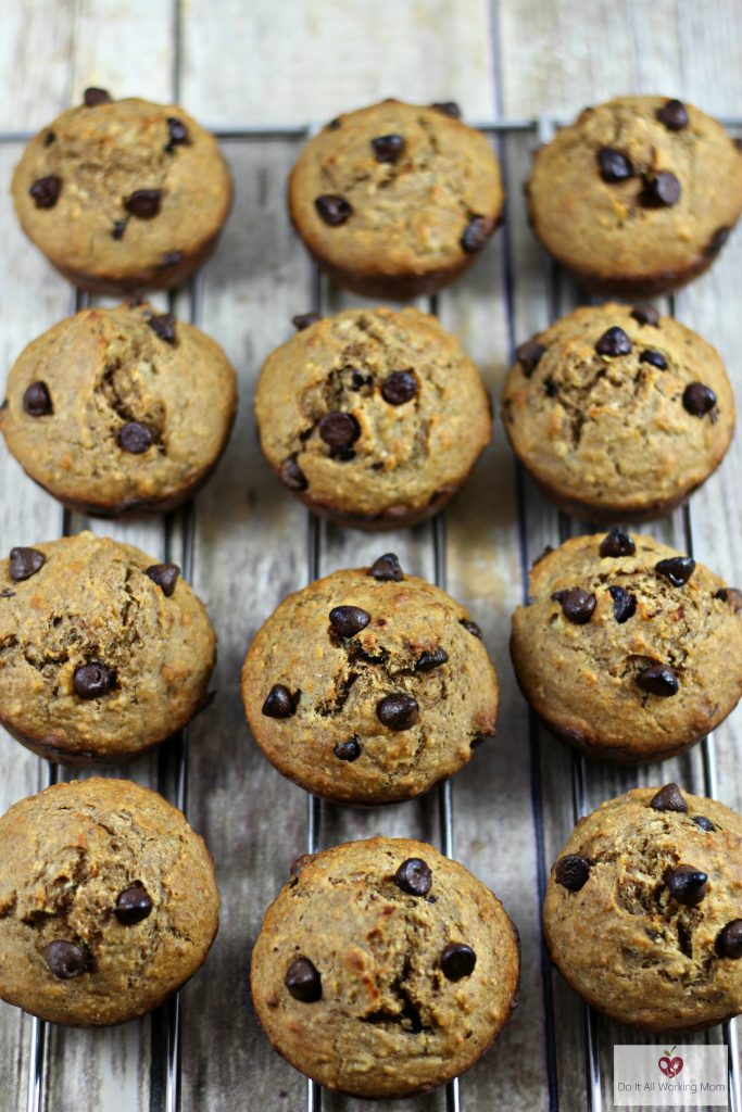 banana-chocolate-chip-muffins-do-it-all-working-mom