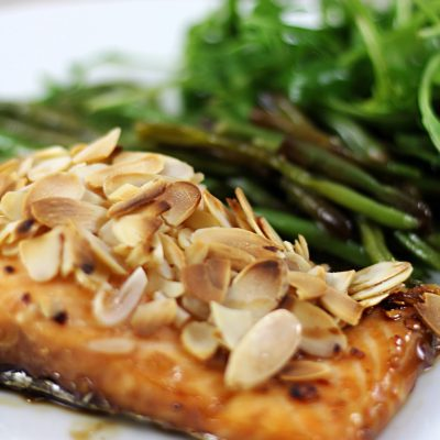 Almond Maple Salmon with green beans/Saumon aux amandes à l'érable et haricots verts
